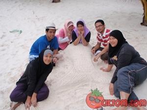 aktiviti main pasir pantai