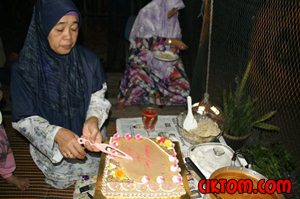 Sambutan hari lahir emak 4